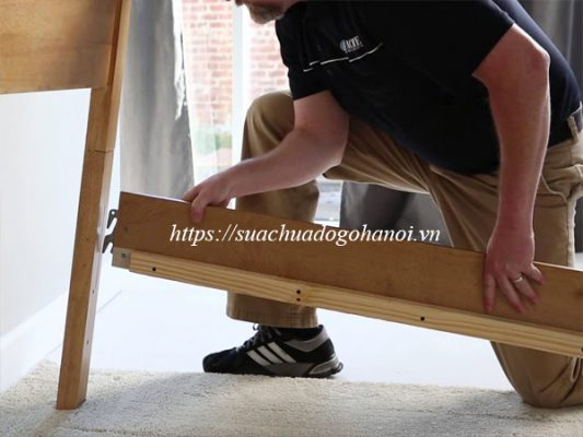Còn Thuê dịch vụ sửa chữa đồ gỗ tại nhà thì sao