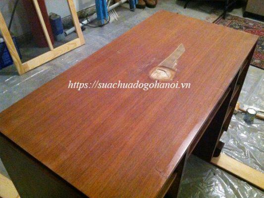 Sửa chữa bàn ghế gỗ bị hư hại, thủng lỗ