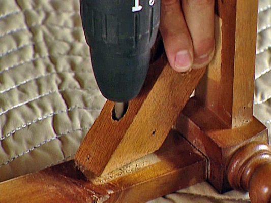 Sửa chữa bàn ghế gỗ lung lay