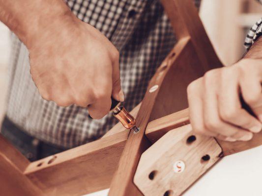 Tại sao dịch vụ sửa chữa bàn ghế gỗ Hải Nam có GIÁ RẺ