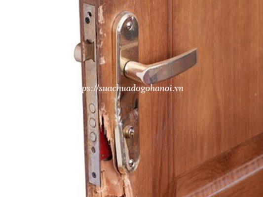 cửa gỗ hỏng khóa