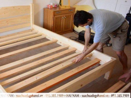 Tháo lắp giường có mối nối