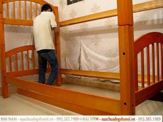 Tháo lắp giường tầng