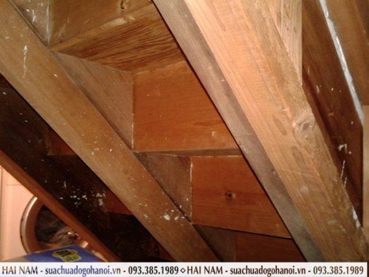 cầu thang gỗ hư hỏng