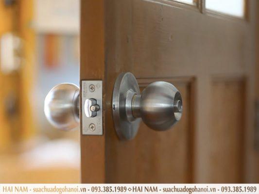 khóa cửa gỗ bấm